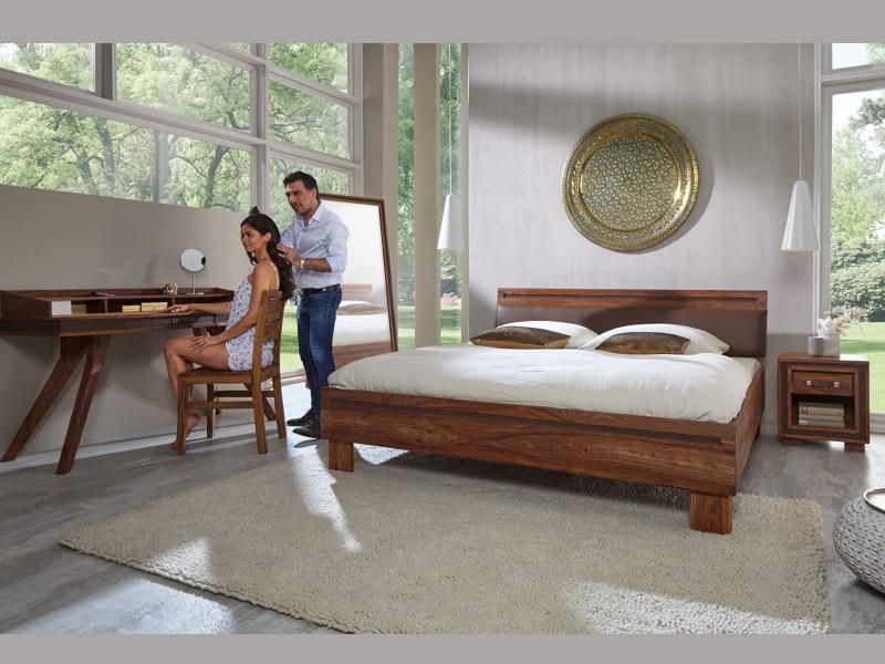 Schlafzimmer Möbel im Landhausstil aus Massivholz: Betten ...